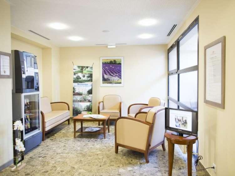 r sidence les chesnaies carpentras 84. Black Bedroom Furniture Sets. Home Design Ideas